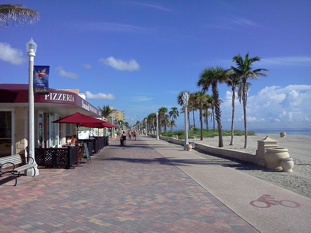 """The Broadwalk (not boardwalk) in Hollywood - I ate breakfast at that """"pizzeria"""""""